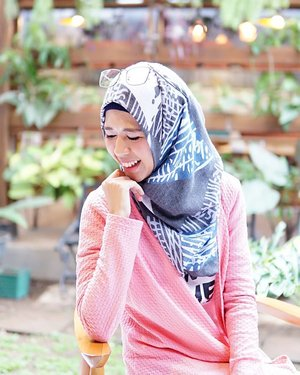 #RenjanaJiwa Jika orang yang kamu perjuangkan pergi meninggalkanmu. Just let him go. Don't worry and don't be sad. Allah will give you something better than what was taken from you - Quran 8:70 #dontbesad #latahzan #clozetteid #ootd #hijab #hotd #positive #notetoself