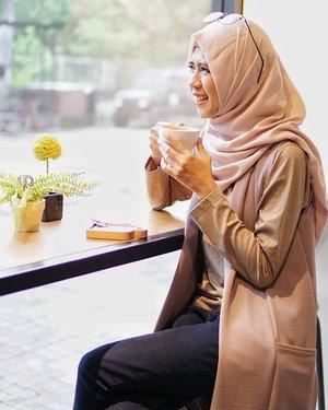 #RenjanaJiwa Siapapun bisa meninggalkan kita. Orang yang kita cintai, orang yang kita perjuangkan, orang yang kita sayang.   Tapi berita baiknya, Allah nggak akan ninggalin kita-segimana pun keadaan kita saat ini. So cheer up butter cup! La tahzan!   #clozetteid #positivevibes #coffee #cafe #instacoffee #cafelife #caffeine #coffeeaddict #coffeegram #coffeeoftheday #cotd #coffeelover #coffeelovers #coffeeholic #coffiecup #coffeelove #coffeemug #coffeeholic #coffeelife #semarang #exploresemarang #kopisemarang #hijrah