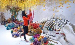 #DARAKEMBARA Demam instagramable tak hanya merambah restoran dan hotel. Museum juga nggak mau ketinggalan lho!   Tengoklah @motomotoid_ yang terletak di QBig BSD, Tangerang Selatan. Museum yang berdiri di lahan 3000 m2 ini menampilkan 23 ruangan interaktif hasil karya seniman Indonesia.   Sampe gempor akutu ngelilinginnya 😅 Cuz ah, yang penasaran cerita lengkapnya langsung aja klik link di bio-ku ya!   #clozetteid #hijab #meds87 #bsd #meds87 #lifestyleblogger #happiness #travel #vacation #travelblogger #liburan #jalanjalan #museum #wisata #blog #blogger
