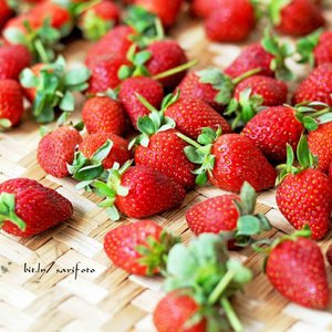Hmm... strawberries, delicious fruits for garnish and smoothie, or you can eat some to cheer up your midweek #sarimeals #food #foodporn #foodie #clozetteid