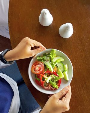 Let the food be your medicine. This is not diet but this is lifestyle  #clozetteid #healthyfood #vegan #vegetarian #salad #vegetable #veggie #indonesiamakansayur #sayuran #ukhappylunch #uploadkompakan @uploadkompakan