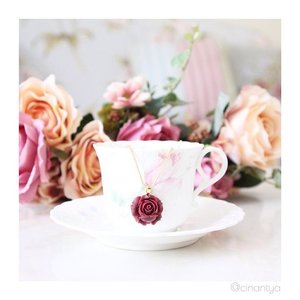 Teacup beauty! Who wouldn't love this wine-red vintage peony necklace from @verona_id.... . #clozetteID #clozettefashion #instadaily #photooftheday #potd #iphonesia #instamood #igdaily #fashiondiaries #fashion #fashionstyle #instafashion #fashionstylist #stylist #photoshoot #instagood #fashionphoto #photography #mode #instastyle #style #instaoutfit #clozetteaccessories