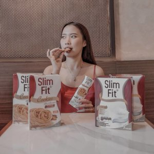 "Kalian tau ga sih aku lagi ikutan 30 days challenge dari @slimfitid untuk menjaga agar berat badan aku tetap ideal ??? Jadi setiap pagi aku selalu ganti porsi sarapan aku dengan 1 gelas susu dan 1 bungkus cookies dari @slimfitid 🥛🍪 dan mengganti porsi makan malam aku dengan segelas susu dari @slimfitid 🥛.Kenapa @slimfitid ???- Tinggi protein, serat & kalsium- Rendah lemak & gulaDan yang terpenting nihhh dia juga mengandung ISOMALTULOSA, yaitu karbohidrat lepas lambat yang memberikan rasa kenyang lebih lama 😍😍😍.Anyways aku juga mau ajakin kalian untuk ikutan 30 days challenge dari @slimfitid nihhh. Kalian bisa beli produknya di offline store (diamond, farmers market, carrefour, lotte, dll) atau di online store (kalbe store, shopee, tokopedia, dll). Nah khusus pembelian produk @slimfitid di @kalbestore kalian bisa dapetin discount sebesar 30% setiap pembelian Rp. 150.000,- dengan menggunakan kode voucher aku yaitu ""SlimFitXPricilla01""...#AyoBerubah#BeSlimNFit!#SlimNFitYourDietPartner#SlimNFitXClozetteIDReview#ClozetteID#ClozetteIDReview"