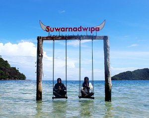Assalamualaikum, this is Indonesia! THIS IS OUR PARADISE ✌ @nonahikaru #exploresumbar #suwarnadwipa #travelling #travelblogger #traveller#travelmates #indonesialebihkece #indonesia#beach#hijab#hijabdaily#vacation#holiday#sumaterabarat#summer#clozettedaily #clozetteid