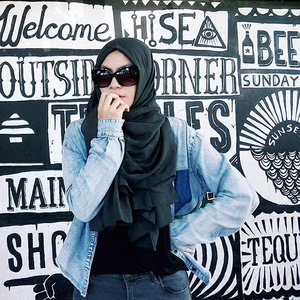 Go where you feel the most alive ✔ #instagram #beautybloggers #hijab #beach #beachvibes #random #sea #bali #travelbeautylove #travelblogger #traveler #iamtb #clozetteid #clozettedaily #hijabootd #denim