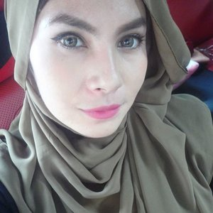 My make up for today. What a full day trip with family 👪 so tired and exhausted now. Need to take a bath, the most frustrating is that I got stomach-ache 😫 what a day ! I promise next Sunday I WILL BE A PRETTY HOMIE GIRL. Realizing tomorrow is Monday just made my spirit gone😭😩 #goodbyesunday #fotd #hijab #clozettedaily #clozetteid #makeup #bbloggers #wingedeyeliner