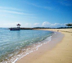 La playa ❤ #iamtb #travelbeautylove #travelblogger #traveler #beach #beachvibes #bali #nusadua #sofitelhotel #travelgram #travelling #clozettedaily #clozette #clozetteid #bloggerbabes