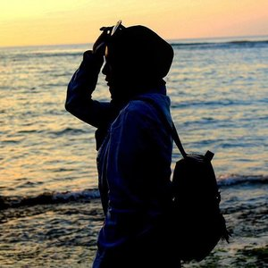 Morning ❤ #beach #silhouette #padangpadangbeach #bali #travelbeautylove #traveler #travelblogger #iamtb #indotravellers #hijab #clozetteid #clozettedaily