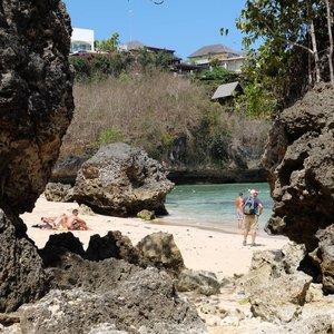 Nggak pernah bisa moto Pantai Padang Padang yang bener2 merepresentasikan kecantikannya . . . #padangpadangbeach #pantaipadangpadang #clozetteid #ggrep #niaaryobali #baliparadiso