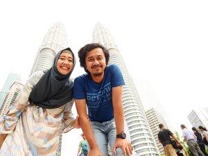 Throwback pas hamil 5 bulan nih, kami sempat jalan2 sebentar di Kuala Lumpur. Pengennya sih ke tempat nggak mainstream. Tapi jalan bentar aja udah lelah. Haha. Akhirnya ya ke sini lagi 🤣. Cerita babymoon di Kuala Lumpur ada di blog aku ya. Ada satu destinasi yang nggak mainstream juga sih. Semua yang kami datengin free entry 😆...#blogupdate #clozetteid #kualalumpur #malaysia #visitkualalumpur #suriaklcc #petronastower #babymoon #nianastitidotcom
