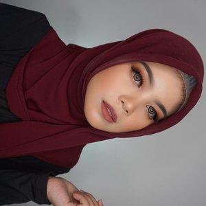 Jadi ini makeup look yang aku dapetin dengan menggunakan produk-produk dari @lakmemakeup. Penasaran bagaimana mendapatkan look seperti ini? stay tuned!#Nudeslay #Instantglam #BeautyJournalxLakme