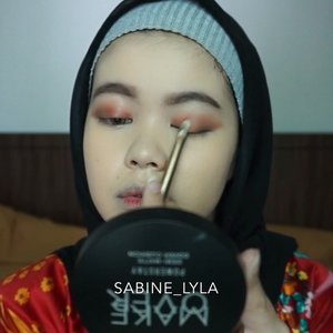 Siapa tau bisa jadi referensi untuk makeup lebaran besok 😬.Deets: @makeoverid powerstay demi matte cover cushion (w22)@blpbeauty Beauty Face Powder (light) @roseallday.co Instant Rose Face Kit (sun slayer)@mixdair_indonesia eyebrow pencil (03)@maybelline brow precise (dark brown)@maybelline The City Mini Palette (5th Avenue sunset)@lookecosmetics lip cream (thalia) .......... #anastasiabeverlyhills #hudabeauty #shophudabeauty #wakeupandmakeup #instahijab #likeforlike  #Instabeauty  #beautybloggerindonesia #indovidgram #indobeautygram #clozetteID #hijabers #hijabiindonesia #hijabimalaysia #hijabmakeup #hijabfashion #makeup #sigmabeauty #sigma #inspirasimakeuphariraya #makeuplebaran #ctdk #makeuphariraya #rayamakeup #makeupraya2019