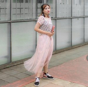 Selamat pagiii. Happy long weekend. Ada rencana apa di long weekend ini?  Anyway i'm in a mood to wear one of my feminine skirt, Floral Embroidery Mesh Tutu Skirt from @mistyandnebula you must check!  I really loved the quality, fabric, design and length i pair with floral blouse and my hi-sneakers 💗 No.. i don't need high heels, really! This is a lovely! . . . . . . . . . . #stylingbyamandatydes #OOTDIndo #OOTD @ootdindo #clozette #clozetteid @clozetteid #cotw #lookbookindonesia @lookbookindonesia #indonesiafashionlook #fashion #streetstyle #fashionstyle #SmartOOTD #fashiongram #fashionblogger #ootdindonesia #outfitoftheday #BTIndFashion #Breaktimeind #lookbookindo #indonesian_blogger #fashionbloggerindonesia #ggrep #streetwearindonesia #gajagogang #GGG #bloggerperempuan