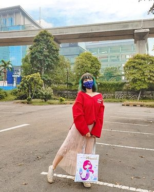 #ootd foto lama ❣️ @stylenanda_korea's V-Neck pullover ✧ Tutu skirt ✧ Converse X CDG Play's sneakers ✧ Mermaid tote bag ✧ cloth mask  #stylingbyamandatydes
