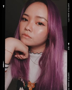 So happy I have purple hair and my hair is getting.longer❤️ and shampoo-nya makin boros 👍🏻👍🏻 But I'm just grateful that I still have hair, my hair still grows, still healthy tho it's very dry.What do you think about me having purple hair?..#potd #potdindo #vscocam #vsco #vscophile #vscogrid #peoplescreatives #igdaily #instadaily #instastyle #fashionblogger #photooftheday #justgoshoot #vscogood #clozetteid #snapseeddaily #snapseed #exploretocreate #vscodaily #cchannelid #deedeeyoung #ragamkecantikan #beauty #deedeehairjourney #beautyblogger #unfold