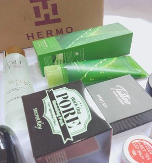 Last week, I got a box of happiness from one and only @hermoid!! I couldn't be happier to show it to you guys what I got for myself from #Hermo.  I will post it soon on my blog, and of course will give you a lil reviews of the products i'm using. Most of them are skincare that I would love to try but never get a chance before. Stay tune!! . . #hermoid #clozetteid #clozettedaily #vscocam #vsco #vscophile #exploretocreate #vscogrid #peoplescreatives #photoshoot #igdaily #vscodaily #instadaily #instastyle #likeforlike #photooftheday #potd #justgoshoot #productreview #beautyblogger #indonesianbeautyblogger #bloggerceria #secretkey #apieu #naturerepublic #snapseed #skincare #makeup