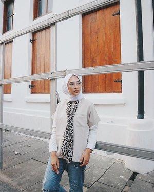 -Aku dan kamu takkan tahu mengapa kita tak berpisah, walau kita takkan pernah satu biarlah aku menyimpan bayangmu dan biarkanlah semua menjadi kenangan ~ Reza Artamevia-#kotatua #clozetteid #clozetters #hijabworld #kotu #batavia #bloggerlife #bloggerid #bloggerperempuan #vsco #teamvsco #hijabid #bukanselebgram #sunday #sundayvibes #hellosunday #sundaylove #sundayfunday #IM3OoredooSnap #IM3OoredooSquad