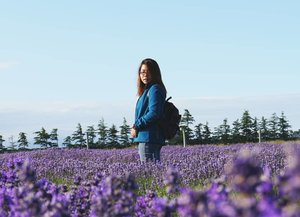 Surely I miss the moment when the sky was so blue, a vast lavender field, a nice weather, and I could stand there admiring the view forgetting all my worries.....#newzealand #lavender #style #sbybeautyblogger #coordinates #blogger #beautyblogger #clozetteid #indonesiablogger #indonesiabeautyblogger #bloggerindonesia #ootd #surabayabeautyblogger #beautybloggersurabaya #ootdindo #coordinate #sbyblogger #ootdid #sociollablogger