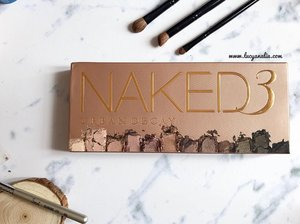 My first @urbandecaycosmetics product ☺️ Have you try Naked Palette 3 ? Don't forget to check my review (link in bio) 😊 #bloggerindo #indonesianbeautyblogger #beautyblogger #clozetteid #lucyliublog #urbandecay #naked3 #indonesianbeautyblogger