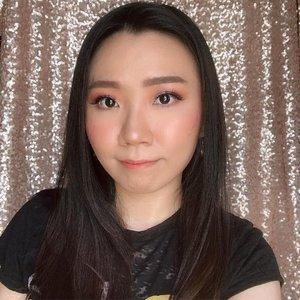 Mainan glitter lagi di look ini 🤩 Tutorialnya nyusul yah.. . Happy monday 🧡 . #indonesianbeautyblogger #beautybloggerindonesia #lucyliublog #beautiesquad #kbbvmember #sociollabloggernetwork #beautyblogger #clozetteid #charisceleb #bunnyneedsmakeup #undiscoveredmuas  #bloggermafia #beautiesquad #beautybloggerid #bvloggerid #ivgbeauty #bloggerceria #sbybeautyblogger #beautychanellid #indobeautysquad #setterspace #beautygoersid #beautynesiamember #bloggerperempuan #femalebloggers #itsbeautycommunity #beautyranger
