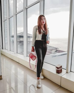 when many colors in your wardrobe but you always end up wearing your fav color #ootd #ootdindo #monochrome #moviedate #frozen2 #style #clozetteid