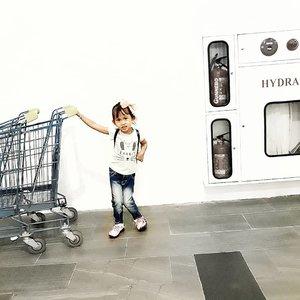 Nona kecil lagi belanja 🛒 #kidswear #kidsofinstagram #kidsfashion #ootdkids #cute #clozetteid