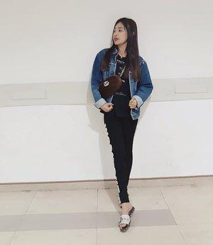 Wearing levis denim jacket from trift store alias cabo 😊  #ootd#movietime #venom #levis #lookbook #clozetteid