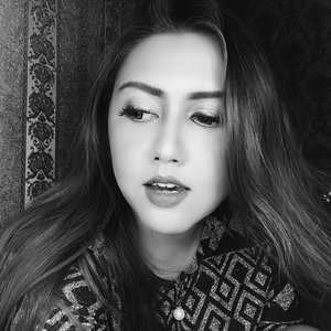Black and white 😘 . . . . . . . . . . . . . . . . . . . . . #clozetteid #khansamanda #beautynesiamember #makeup #boldmakeup #hudabeauty #blackandwhite #beautyblogger #beautyvlogger #youtuber #indobeautygram #ivgbeauty #beautyvideo #makeuptutorial #beautytutorial #makeup #beautyguru #lykeambassador #beautyvideo #videooftheday #9gag #dagelan #makeupaddict #makeupjunkie #indobeautyvlogger #bloggermafia #makeupoftheday #nudemakeup #makeupparty #makeupwisuda