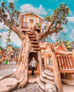 Rumah pohoon 🌲🌲🌲 . . . . . . . #khansamanda #indonesia #dufan #wonderful #beautifuldestinations  #khansamandatraveldiary #travel #travelphotography #travelblogger #indonesiatravelblogger #travelgram #womantraveler #travelguide #travelinfluencer #travelling #wonderful_places #indtravel #indotravellers #exploreindonesia #bestplacetogo #seetheworld #solotravel #clozetteid