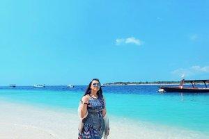 Terlalu kangen banget sama jalan jalan ya allah.. Kangen pantai 😭😭😭 . . . . . . . . . . #clozetteid #khansamanda #khansamandatraveldiary #sea #beach #beachlife #lombok #indonesia #gilitrawangan #vitaminsea #beautifuldestinations @beautifuldestinations #travel #traveltheworld #100haringontenwithibc