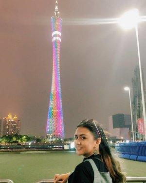 🌼Canton Tower at Night 🌼  Malem malem bingung mau kemana, nyari suasana yang kekotaan banget di Guanghou? Pergi aja ke Canton Tower! Banyak hal yang bisa di lihat dan di foto disana wkwkwkwk  Kalau kalian tipe orang yang suka city view.. Tempat ini the best banget siiih.. Mashaallah.. Another bucketlist checked ✔️✔️ Canton tower ini warnanya bisa berubah-ubah.. Ga cuma rainbow hehehe.. No fee kok jalan jalan disini✔️❤ . . . . . . . #khansamanda #khansamandatraveldiary #clozetteid #wonderful #beautifuldestinations #travel  #travelphotography #travelblogger #indonesiatravelblogger #travelgram #womantraveler #travelguide #travelinfluencer #travelling  #wonderful_places #indtravel #indotravellers  #bestplacetogo #seetheworld #solotravel  #ootdplussize #ootdbigsize #plussizeindonesia #plussizefashion #plussizemodel #china #guangzhou #cantontower