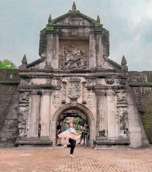 Fort Santiago, Manila 🇵🇭 Salah satu tempat wisata yang harus di kunjungi saat berwisata ke manila adalah Fort Santiago..Letaknya di Intramuros, Manila.Harga tiket masuknya kalau ngga salah sekitar 75 PHPAnyway, pas foto ini lagi hujan.. jadi org org pada neduh belakang gue wkwkwkwkwkw .......#khansamanda#Philippines#manila#wonderful#beautifuldestinations#khansamandatraveldiary#travel#travelphotography#travelblogger#indonesiatravelblogger#travelgram#womantraveler#travelguide#travelinfluencer#travelling#wonderful_places#indtravel#indotravellers#exploreindonesia#bestplacetogo#seetheworld#solotravel#clozetteid#fortsantiago