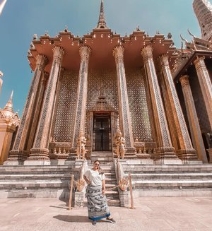 Happy sunday!❤❤ Jangan lupa piknik 😝😝 . . . . . . . . . . . . . #khansamanda#thailand#bangkok #wonderful #beautifuldestinations #khansamandatraveldiary#travel#travelphotography #travelblogger#indonesiatravelblogger#travelgram #womantraveler#travelguide#travelinfluencer#travelling#wonderful_places#indtravel#indotravellers #explorethailand#bestplacetogo#seetheworld#solotravel#clozetteid#grandpalacebangkok #likeforlike