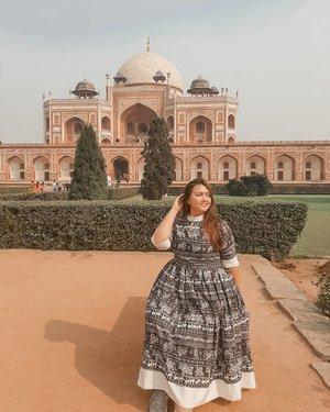 Duduk termenung sambil senyum menunggu jodohku datang wkwkwkwkwkwkwkwkwkwk  Pic detail : Place : Humayun's tomb Entrance fee : 600 rupee Dress : @khanaroundtheworld . . . . . . . . . . . . #clozetteid #khansamanda #khansamandatraveldiary #india #humayuntomb #delhi #visitdelhi #exploredelhi #plussizemodel #curvygirl #curvysquad #plussizefashion #bigsizefashion #ootdplussize #ootdbigsize #beautifuldestinations