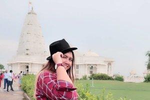 1.. 2... 3.... Belum siap... But this place was amazing 🙏💕 White Temple , Birla Mandir - Jaipur, India  Kalo disini foto foto di taman doang gratis kok geng.. tapi ga tau kalau masuk gimana.. karena gue ga masuk.. crowded banget.. kayanya lg ada ibadah.. Gue kesini tetap pakai tuktuk yang udh di sewa seharian yaa.. jd no worries gitu mau kemana mana.. hahahaha  #clozetteid #khansamanda #khansamandatraveldiary #wheninindia #jaipur #india #exploreindia #ootdbigsize #travel #travelersnotebook #travelphotography #travelblogger #temple #palace #oldjaipur #womantraveler #backpacker #indotraveler #asia #india