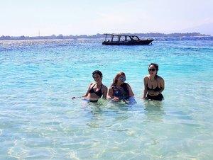 Beach party🌊🌊🌊🌊🌴🌴🌴🌴🌅🌅🌅🌅🌅🌅💖💖💖💖💋💋💋💋 . . . . . . . . . . . . . . . . . . #khansamandatraveldiary #clozetteid #clozetteambassador #beautynesiamember #travelblogger #travel #lomboktrip #lombok #gilitrawangan #giliisland #beach #beautifuldestinations #sea #explorelombok #exploreindonesia #girls #vacation #l4l #like4like #likeforlike #trocolikes #sgdv #sigodevolta #sgv #tflers