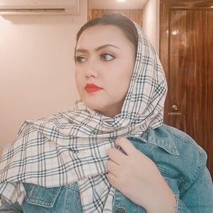 Red lipstick memang tidak pernah salah beb💄..........#clozetteid #khansamanda #redlips #hijab #jeans