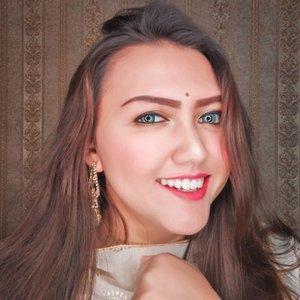 Katanya 2020 harus #UbahInsekyurJadiBersyukur ❤  Anyway, makeup look ala ala indihe ini udh ada videonya di feeds gue yaa huehehehe  Happy Friday! ❤ . . . . . . . . . . #clozetteid #khansamanda #lemoninfluencer #beautybloggerindonesia #beautyblogger #jakartabeautyblogger #makeupartist #makeuptutorial #tampilcantik #ragam_kecantikan #makeupglowing #rahasiacantik #indobeautygram #beautytips #dailymakeup #makeupsimple #indobeautyvlogger#makeupcharacter #ivgbeauty #cantiknaturalindo#wakeupandmakeup #motd#dandancantik#makeuplook #makeupvideos #makeover #lipsyncwithhanum @cantiknaturalaja@cantikjelita.id@cantiknatural.indo @zonacantikwanita@ragam_kecantikan@ragam_cantik @inspirasi_cantikmu@indobeautygram@indobeautysquad @tipsmakeup_id@elpeach_beauty@bunnyneedsmakeup @idetampilcantik@tampilcantik