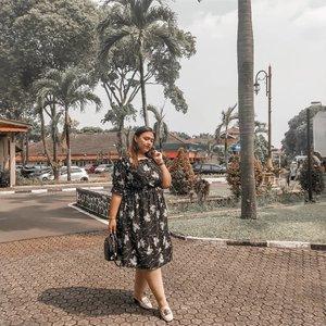 Lagi suka pake dress bunga bunga gitu deh 😂😂 Gue selalu cari dress yang nutup paha dan lutut jd ga keliaran terlalu lebwaarrrrr . . . #khansamanda #khansamandatraveldiary #clozetteid #wonderful #beautifuldestinations #travel #travelphotography #travelblogger #indonesiatravelblogger #travelgram #womantraveler #travelguide #travelinfluencer #travelling #wonderful_places #indtravel #indotravellers #bestplacetogo #seetheworld #solotravel #ootdplussize #ootdbigsize #plussizeindonesia #plussizefashion