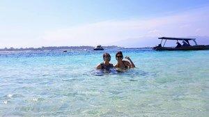 Everybody needs a bestfriend,  and im happy im yours~~ #khansamandatraveldiary #clozetteid #clozetteambassador #beautynesiamember #travelblogger #travel #lomboktrip #lombok #gilitrawangan #giliisland #beach #beautifuldestinations #sea #explorelombok #exploreindonesia #girls #l4l #like4like #likeforlike