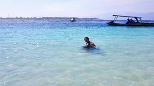Happy saturday babes!😘😘😘😘😘😘💕💕💕 . . . . . . . . . #khansamandatraveldiary #clozetteid #clozetteambassador #beautynesiamember #travelblogger #travel #lomboktrip #lombok #gilitrawangan #giliisland #beach #beautifuldestinations #sea #explorelombok #exploreindonesia #girls #vacation #l4l #like4like #likeforlike #trocolikes #sgdv #sigodevolta #sgv #tflers