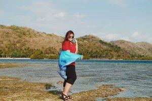 Kangen yaa main di pantai kaya gini.. Huft.. 🥺 . . . . . . . . . . #ClozetteID #khansamanda #Clozetteambassador #khansamandatraveldiary #lombok #gilikedis #gilitrawangan #beach #beachgirl