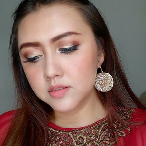 Makeup details for my bestfriend's wedding party yesterday 😘😘😘 Btw, happy wedding @maryani.08 semoga sakinah mawaddah warahmah yaaaa 💖💖💖 Details: Face: - Absolute new york face primer - Maybelline fit me matte no 128 - Maybelline fit me concealer 02 - Dissy miracle face powder - absolute new york dewy face setting spray - Absolute new york HD flawless powder foundation shade 04 nude  Brows: - Emina brow agent shade brown - Urban decay broe tamer shade dark - Nyx tame fame eyebrow gel shade espresso  Eyes: - Bys cosmetics berries palette - Bys cosmetics liquid eyeliner waterproof - 01 black - Maybelline magnum barbie mascara - Blink charm eyelashes natural fleur - Silky girl funky eyelights pencil shade pearl white  Cheeks: - Absolute new york strobing and shading palette - vov all day strong lip colour peach orange  Lips: - VOV all day strong lip colour peach orange - Absolute new york velvet lippie shade terracota  #clozetteid #khansamanda #beautynesiamember #makeupartist #beautyblogger #beautyvlogger #makeup