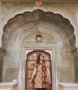 Jaipurrr.... � . . . . . . . #khansamanda #jaipur #india #visitindia #wonderful #beautifuldestinations  #khansamandatraveldiary #travel  #travelphotography #travelblogger #indonesiatravelblogger #travelgram #womantraveler #travelguide #travelinfluencer #travelling  #wonderful_places #indtravel #indotravellers #exploreindia #bestplacetogo #seetheworld #solotravel #citypalace #clozetteid