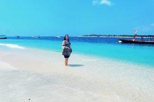 The ocean is everything I want to be.. Beautiful, mysterious, wild and free🌊🌊🌴💕 . . #khansamandatraveldiary #khansamanda #clozetteid #clozetteambassador #beautynesiamember #travel #lombok #gilitrawangan #giliisland #beautifuldestinations #explorelombok #exploreindonesia #travelblogger #beautyblogger #youtuber #youtuberindonesia #likesforlikes #50likes #l4l #likeforfollow