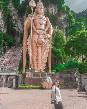 Batu caves ❤.......#khansamanda #malaysia #kualalumpur #wonderful#beautifuldestinations #khansamandatraveldiary #travel  #travelphotography#travelblogger #indonesiatravelblogger #travelgram#womantraveler #travelguide #travelinfluencer #travelling  #wonderful_places #indtravel #indotravellers#explorethailand #bestplacetogo #seetheworld#solotravel  #clozetteid #batucaves