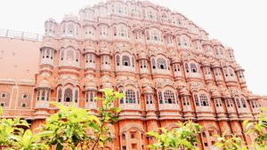 """This is HAWA MAHAL - JAIPUR Sayangnya gue ga ke dalam dan foto disana.. inipun cuma shoot dari tuktuk karena dikejar waktu :"""""""""""") But bangunan nya baguss bangettt asli beb💕 . . . . . . . . . . #clozetteid #khansamanda #khansamandatraveldiary #wheninindia #jaipur #india #exploreindia #ootdbigsize #travel #travelersnotebook #travelphotography #travelblogger #temple #palace #oldjaipur #womantraveler #backpacker #indotraveler #asia #india #visitindia #hawamahal"""