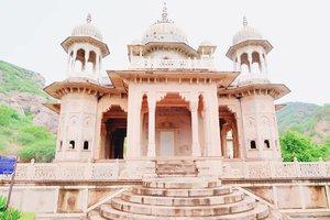 Lovely Place of Maharaja Sawai Mansingh - Jaipur, India . . . . . . . . . . #clozetteid #khansamanda #khansamandatraveldiary #wheninindia #jaipur #india #exploreindia #ootdbigsize #travel #travelersnotebook #travelphotography #travelblogger #temple #palace #oldjaipur #womantraveler #backpacker #indotraveler #asia #india #visitindia #travelblogger #explore