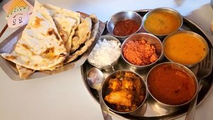 "Makanan India.. Literally dari awal sampe india, sampe mau pulang ke Indo curry mulu :"""") awalnya enak.. tapi lama lama jadi jenuh dan eneg.. di foto pertama itu namanya Rajastani curry, gue makan di jaipur harga semuanya itu sekitar 40ribuan kalo ga salah.. full vegie.. di foto ke dua itu ada chicken briyani, sama mie dan kari yang gue ga tau namanya apa.. lupa wkwkwk but enak bangett.. finally ada daging.. ini di Jaipur.. old Jaipur.. namanya Rainbow restaurant.. if im not mistaken.. di foto ke tiga, itu minuman campuran lemon, mint sm air.. rasanya enak banget.. beli depan amer fort.. seger parah.. cuma 6k aja.. di foto ke empat itu manisan khas india.. namanya.. gulab jamun.. asli.. enak banget.. beli di haldiram chandnichowk delhi.. pas mau jalan ke jama masjid.. asli must try! manis tapi gurih.. enak bangettt :"") cuma 10k  kangen makanan india jadinya :"""""") . . . . . . . #clozetteid #khansamanda #khansamandatraveldiary #wheninindia #indianfood #india #exploreindia #ootdbigsize #travel #travelersnotebook #curvygirl #travelphotography #travelblogger #temple #indiancuisine #foodporn #womantraveller #backpacker #indotravellers #asia #india #visitindia #travelblogger #explore #sareeindia #travelgram #travellights #worldtravel #travelblogger #instatravel #wonderfulindia #india"