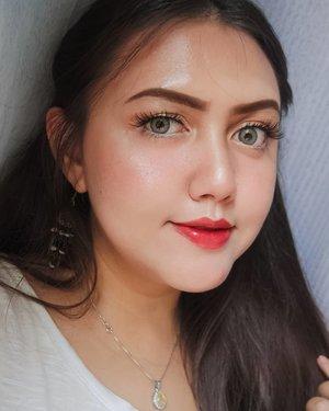This look inspired by @sarahayuh_ �Jadi per hari ini gue mau bikin challenge buat diri gue sendiri #1day1look wkwkwk Mau ngikutin makeup para beauty vlogger ..Di mulai dari makeup Sarah Ayu yg glowing parah.. dan tanpa eyeliner atas bawah (so not me 🤣) but i adore her makeup so much dari jaman dulu.. keknya Sarah tuh beauty vlogger indonesia pertama yg gue kenal deh di jaman jaman dulu.Besok bikin siapa lagi ya?Comment down below 👇👇...............#clozetteid#femaledailynetwork#khansamanda#sociollabloggernetwork#theshonetinsiders#beautybloggerid#beautybloggerindonesia #indobeautygram#indobeautysquad #100haringontenwithibc#beautyblogger#beautysocietyid #clozetteambassador#beautyinfluencer #ivgbeauty#cchannelbeautyid#rahasiacantik #beautynesiaid#beautynesiamember #explorepage #explore